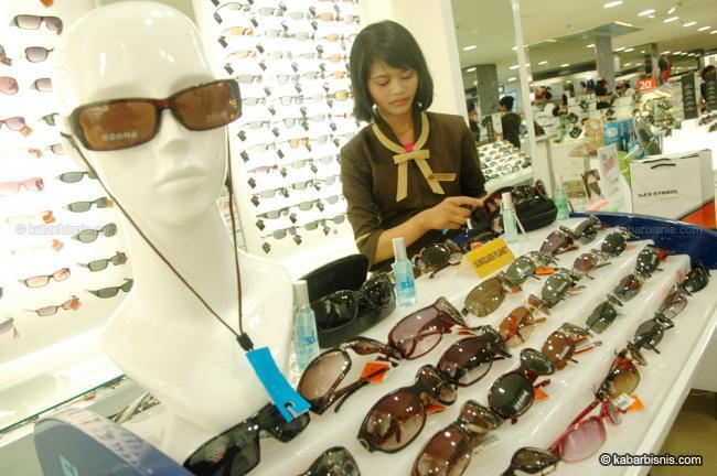Bisnis Kacamata Kaki Lima Yohanes Chandra